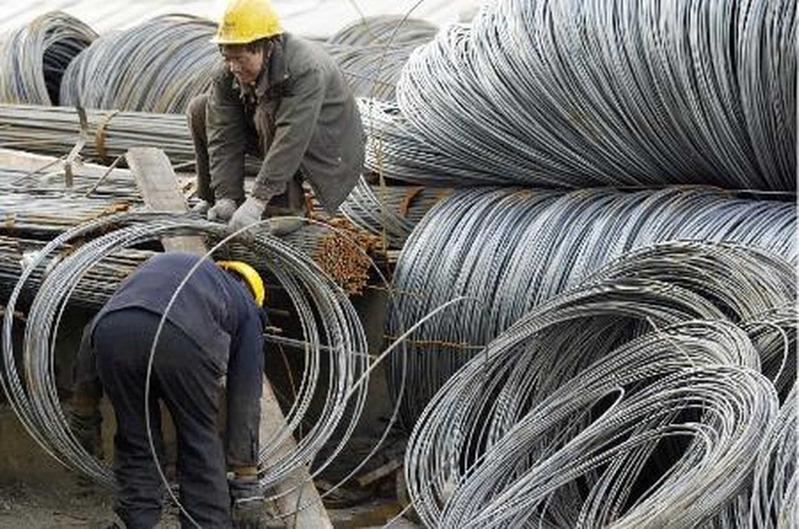 圖為大陸鋼鐵工人在工作。(AFP/Getty Images)