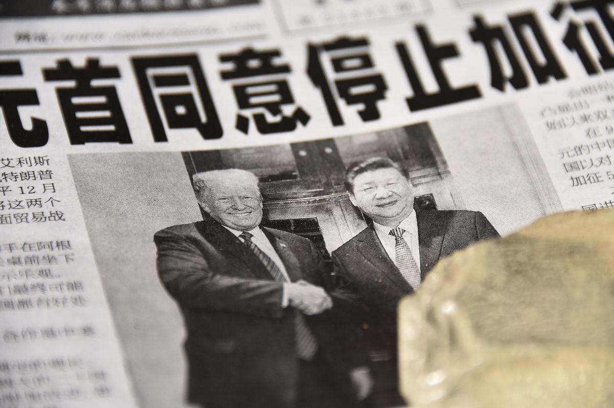 圖為2018年12月3日北京媒體對美國總統特朗普與中國國家主席習近平在G20期間會晤的頭版報道。(GREG BAKER/AFP/Getty Images)