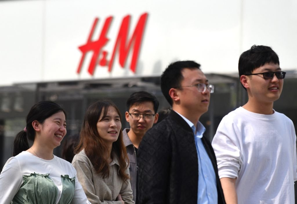 2020年3月25日,北京一家H&M門店。 (NICOLAS ASFOURI/AFP via Getty Images)