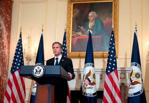 2021年3月3日,美國國務卿布林肯(Antony Blinken)在國務院本‧富蘭克林廳就拜登政府的優先事項發表講話。(ANDREW CABALLERO-REYNOLDS/POOL/AFP via Getty Images)