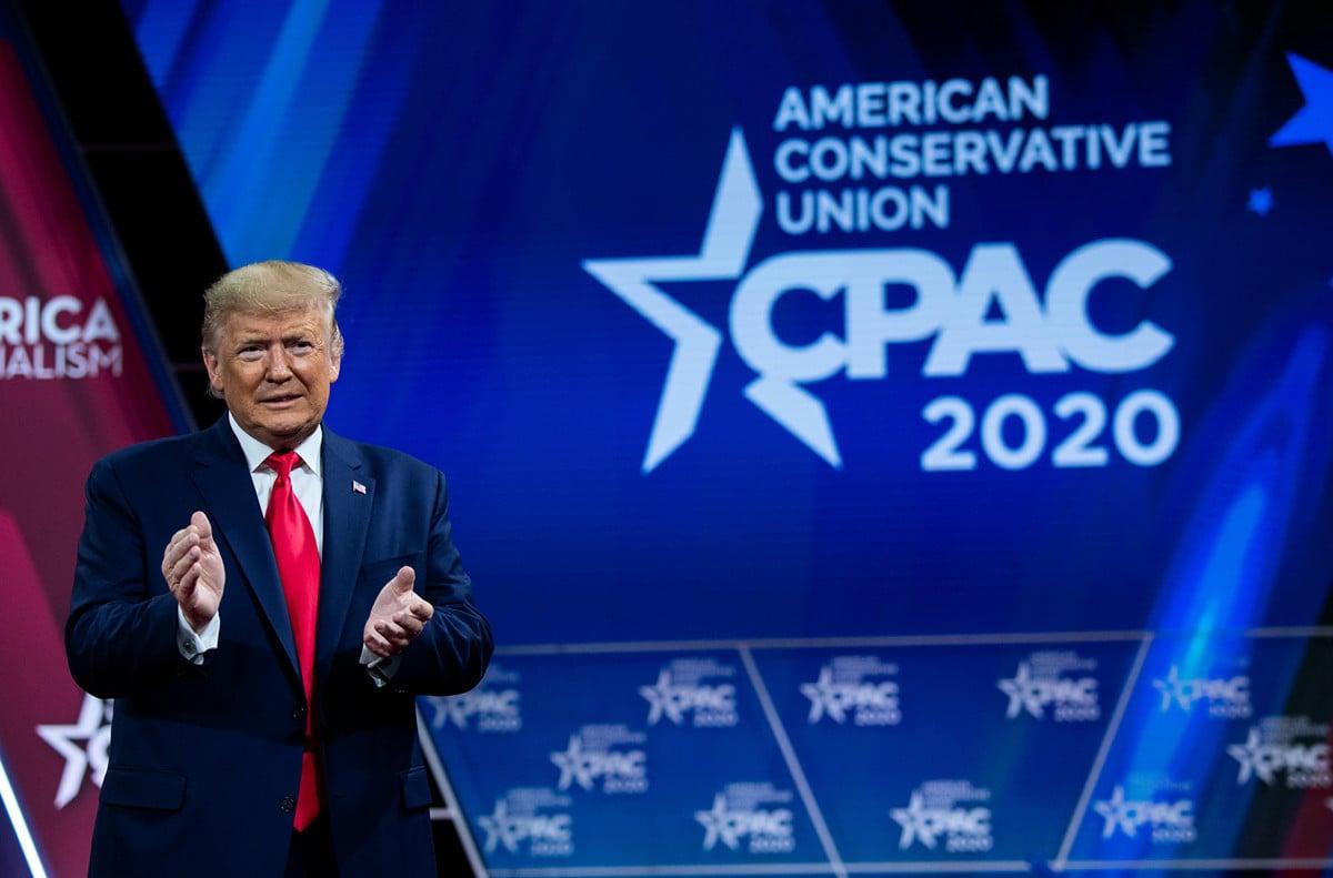霍士新聞獲悉,前總統特朗普將出席2月下旬舉行的保守黨政治行動會議(CPAC),這是特朗普自卸任後首次公開露面。圖為特朗普2020年2月29日出席CPAC年度大會 (SAUL LOEB / AFP)