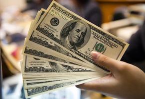 美民主黨議員引入最低時薪15美元法案
