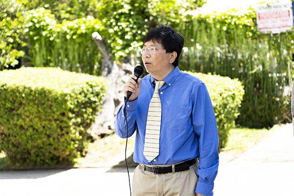 洛杉磯法輪大法修煉團體發言人、加州大學洛杉磯分校教授吳英年。(季媛/大紀元)