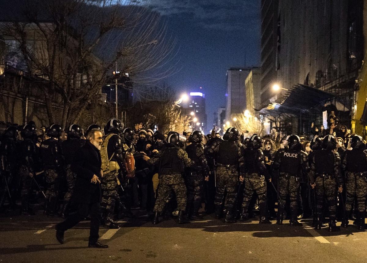 伊朗反政府抗議進入第三天。(Photo by – / AFP)