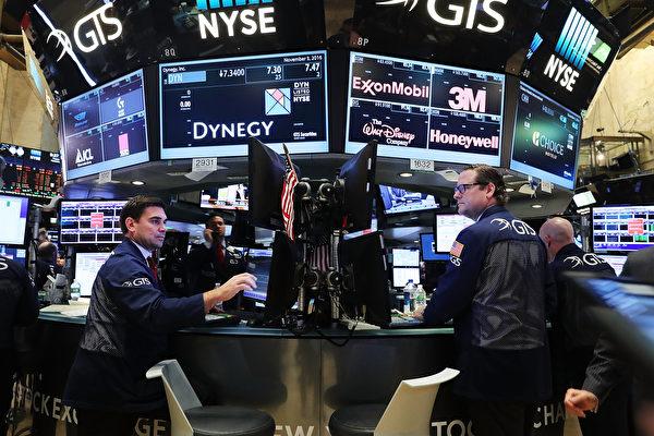 市場人士表示,不論特朗普或希拉莉當選,都會衝擊股市。(Spencer Platt/Getty Images)