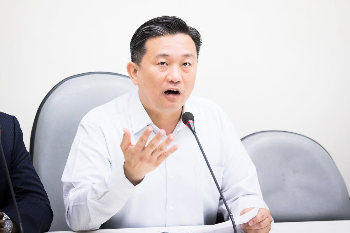 民進黨立委王定宇提出《境外敵對勢力影響透明法》草案,18日遭國民黨反對,要求退回。資料照。(大紀元圖片庫)