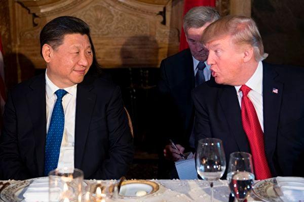 目前,中美兩國關係持續惡化,雙方關閉了對方的一個總領事館。圖為習特會面資料照。(JIM WATSON/AFP/Getty Images)