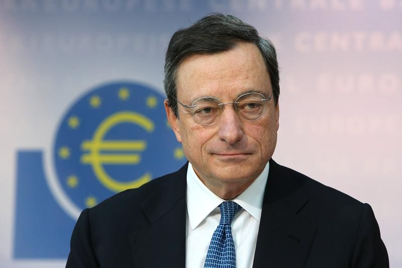 即將在10月卸任的歐洲央行總裁德拉吉表示該央行將採取寬鬆的政策刺激經濟,此舉引起歐元貶值和德國股市大漲,但特朗普卻批評這是不公平的競爭。(Hannelore Foerster/Getty Images)