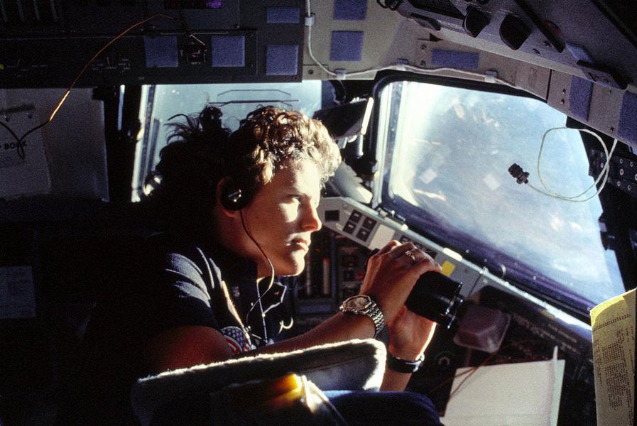 美國首位漫步太空女性 現潛入海底最深處