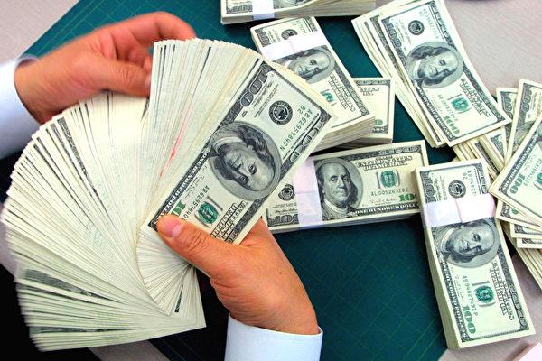 美元/日圓價格在過去一周基本處於弱勢。圖為美國紙幣。(Chung Sung-Jun/Getty Images)