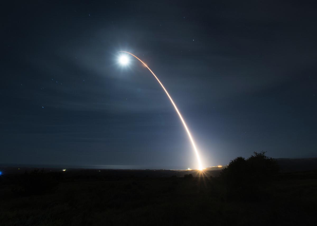 2020年2月5日,一枚義勇兵三型(Minuteman III)洲際彈道導彈在加利福尼亞范登堡空軍基地發射。(美國空軍)