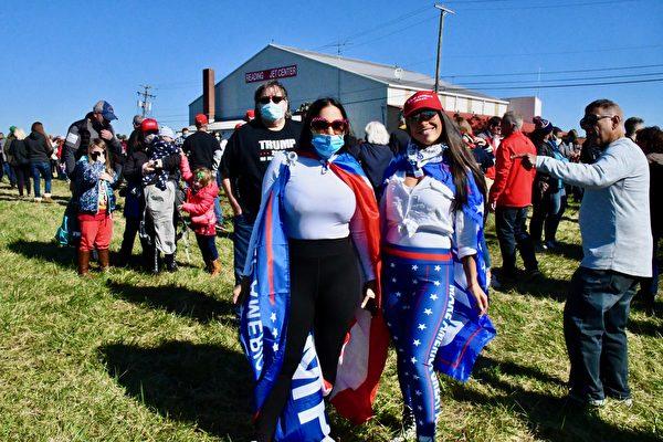 2020年10月17日,美國副總統彭斯抵達賓夕凡尼亞州的雷丁市(Reading, PA), 參加「讓美國再次偉大」的競選集會。賓州選民到場支持。(良克霖/大紀元)