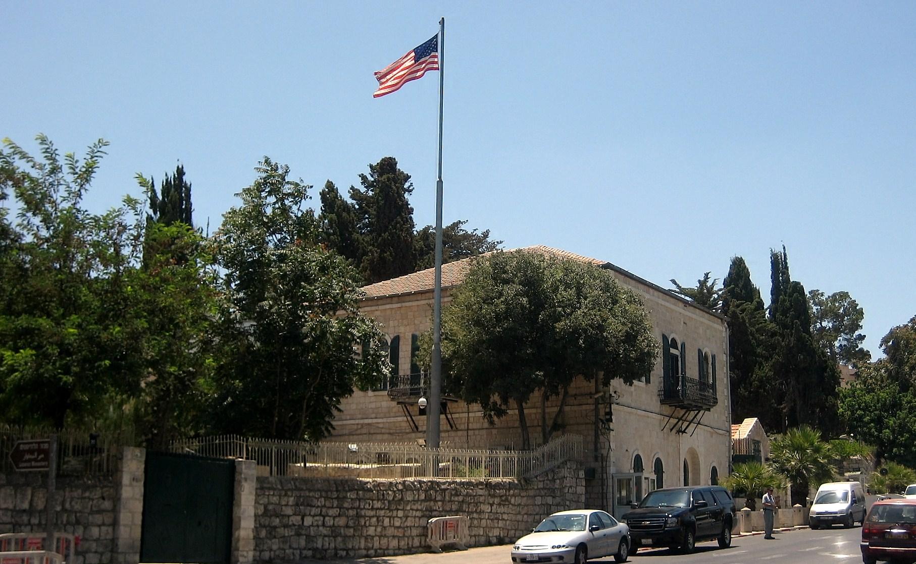 耶路撒冷當地時間4日早上,美國駐耶路撒冷總領館關閉,併入美國駐以色列大使館。圖為美國駐以色列大使館。(維基百科公有領域)