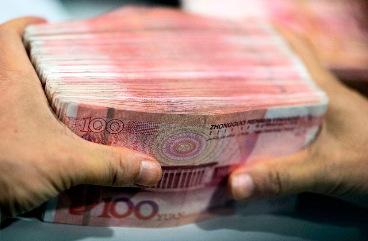 針對人民幣的跌跌不休,中共央行推出「逆周期因子」,拉升了人民幣匯率。然而,專家認為,人民幣很難再進一步升值。(JOHANNES EISELE/AFP/Getty Images)
