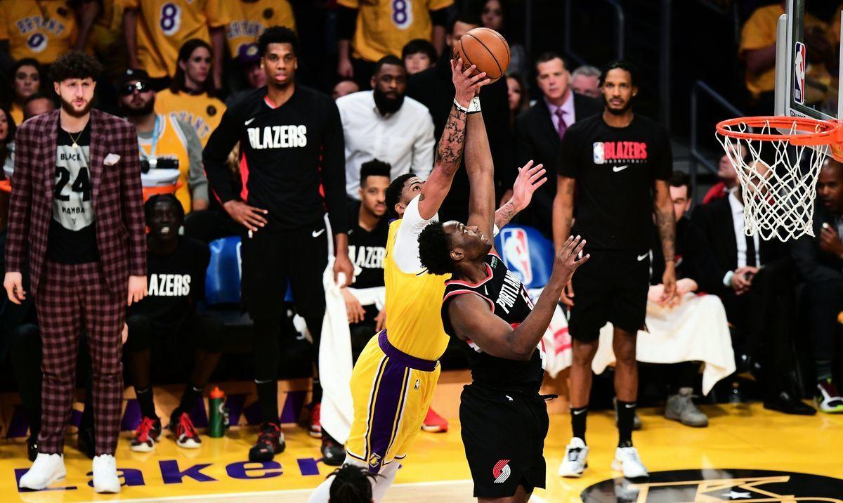 央視未如預期復播NBA,球迷各顯神NBA波特蘭拓荒者隊(Portland Trail Blazers)迎戰洛杉磯湖人隊(Los Angeles Lakers)。(Frederic J. BROWN/AFP)