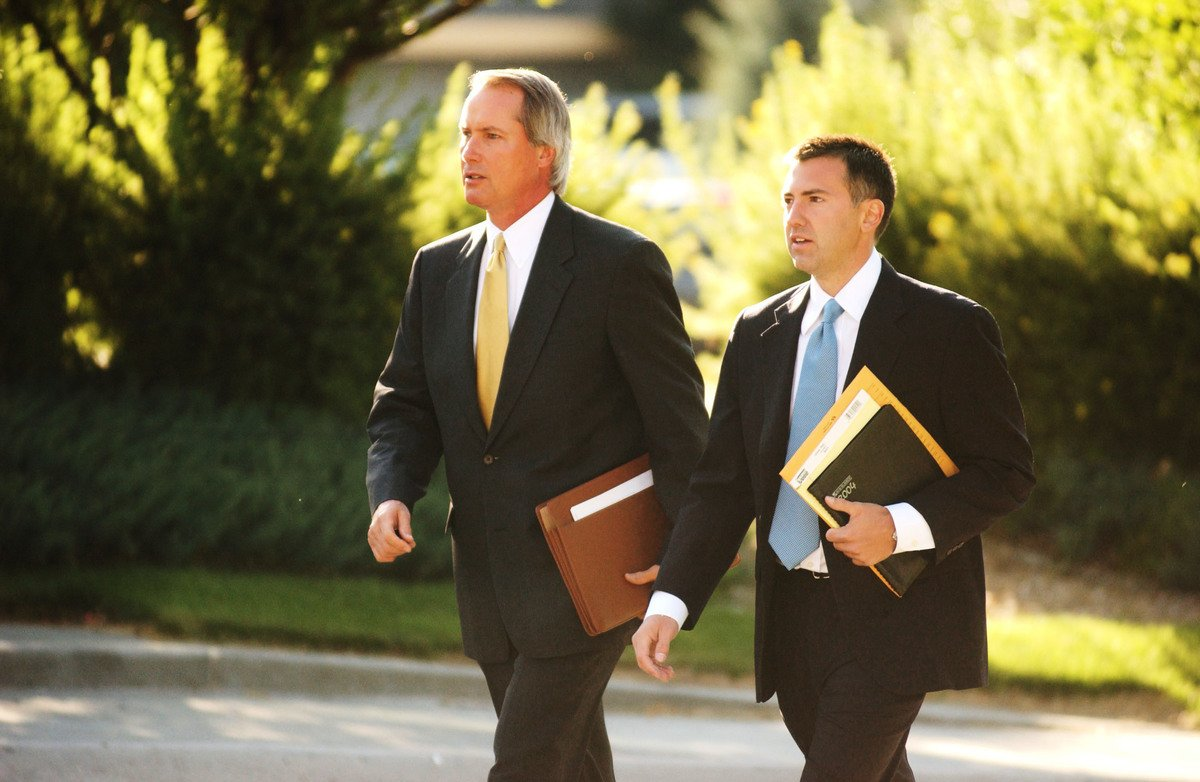 圖為林伍德律師(左)資料照。(Thomas Cooper/Getty Images)