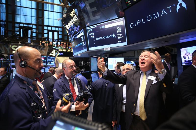美股標普500指數在今年7月31日至11月2日期間,上漲1.2%,這意指特朗普很可能贏得連任。圖為紐約證券交易所。(Spencer Platt/Getty Images)