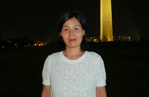 華盛頓DC法輪功學員張宇偉博士在燭光夜悼現場。(李辰/大紀元)