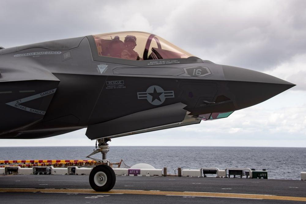 2021年1月12日,F-35B戰機在美利堅號兩棲攻擊艦上操作。(美國印太司令部推特)