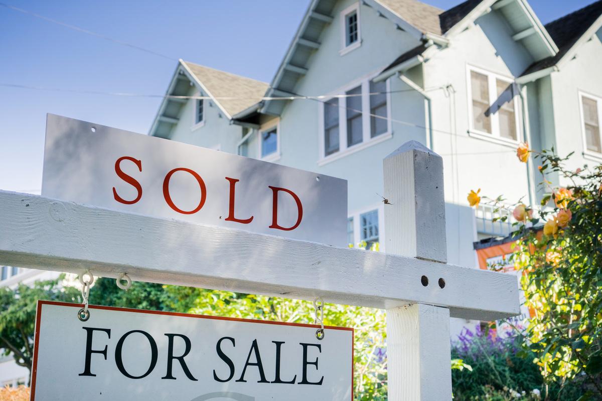 最新民調顯示,過半加拿大人對高房價不滿意。(Shutterstock)