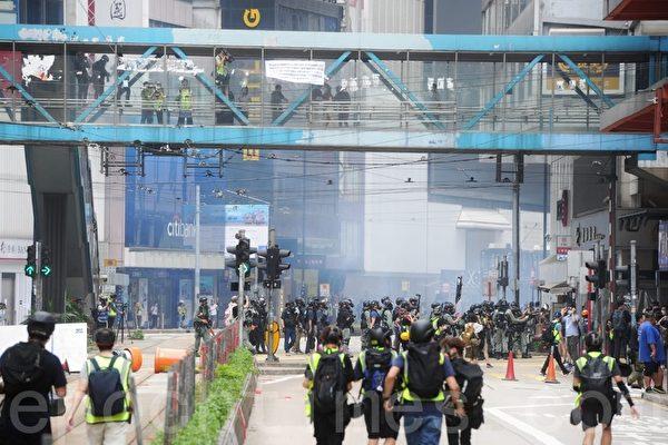 2020年5月24日,香港反國安法遊行。中共出動銳武鎮壓市民。(宋碧龍/大紀元)