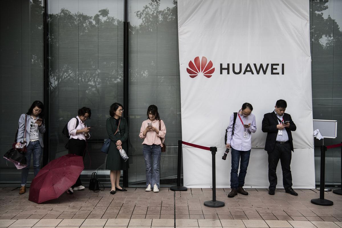 部份科技大廠停止對華為發貨,谷歌禁止華為新手機使用安卓(Android)操作系統。此等舉動等同切斷華為的生命線。(Kevin Frayer/Getty Images)
