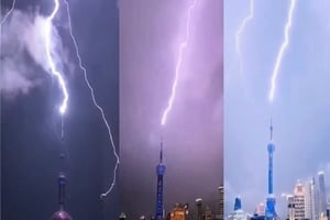 【影片】閃電擊中東方明珠塔 黃河4號洪水形成