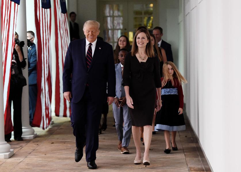巴雷特攜家人前往白宮 準備接受提名
