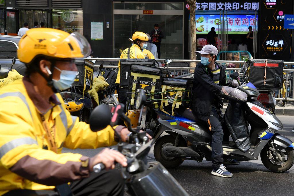 大陸外賣員面臨生活壓力、工作壓力和安全風險。(GREG BAKER/AFP via Getty Images)