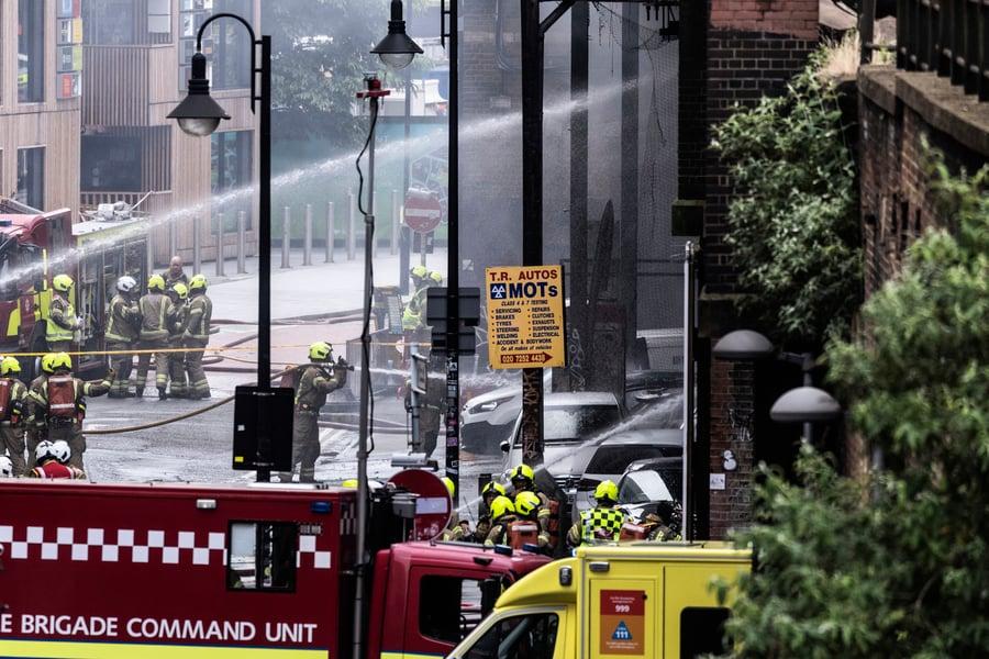 倫敦車站大火 至少六人受傷 (多圖)