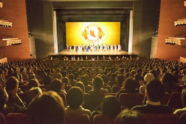 美國神韻紐約藝術團2017年日本巡演,在場場爆滿,座無虛席的盛況下,完美落下帷幕。圖為神韻2017年2月2日在名古屋演出的盛況。(野上浩史/大紀元)