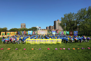 法輪大法洪傳29周年 紐約學員向師尊祝壽