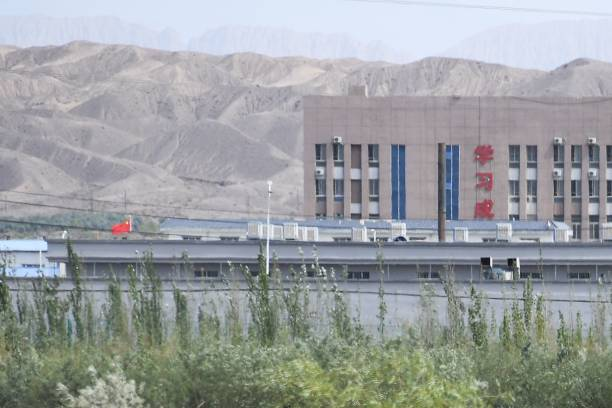 新疆集中營親歷者:不少年輕漂亮女子被欺凌