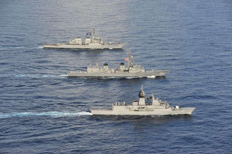 美日澳三國海軍在南中國海進行聯合演習