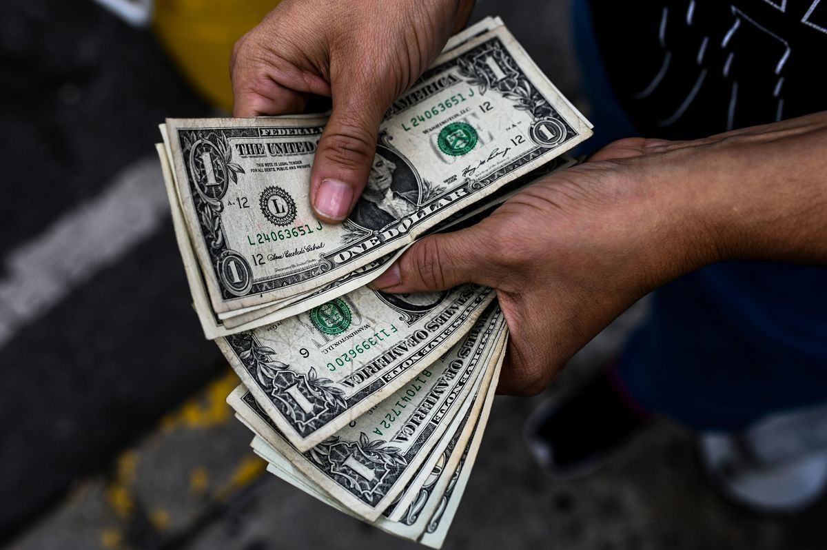 在過去一周,美元價格從周一(6月21日)凌晨的109.80日圓附近一直維持較強勁的上漲,其強勢一直維持到周五收盤。(FEDERICO PARRA/AFP via Getty Images)