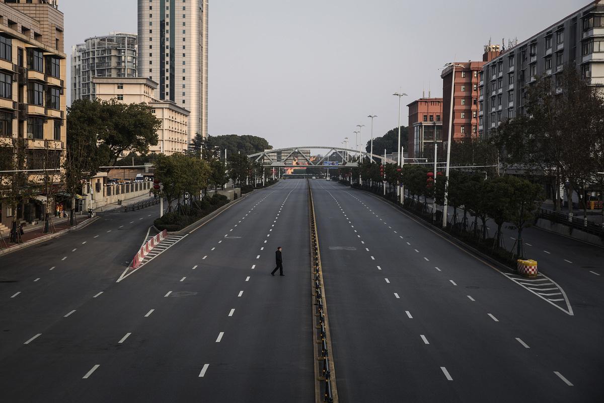 中共肺炎爆發後,大陸很多空蕩蕩的大街令人恐懼。(STR/AFP via Getty Images)