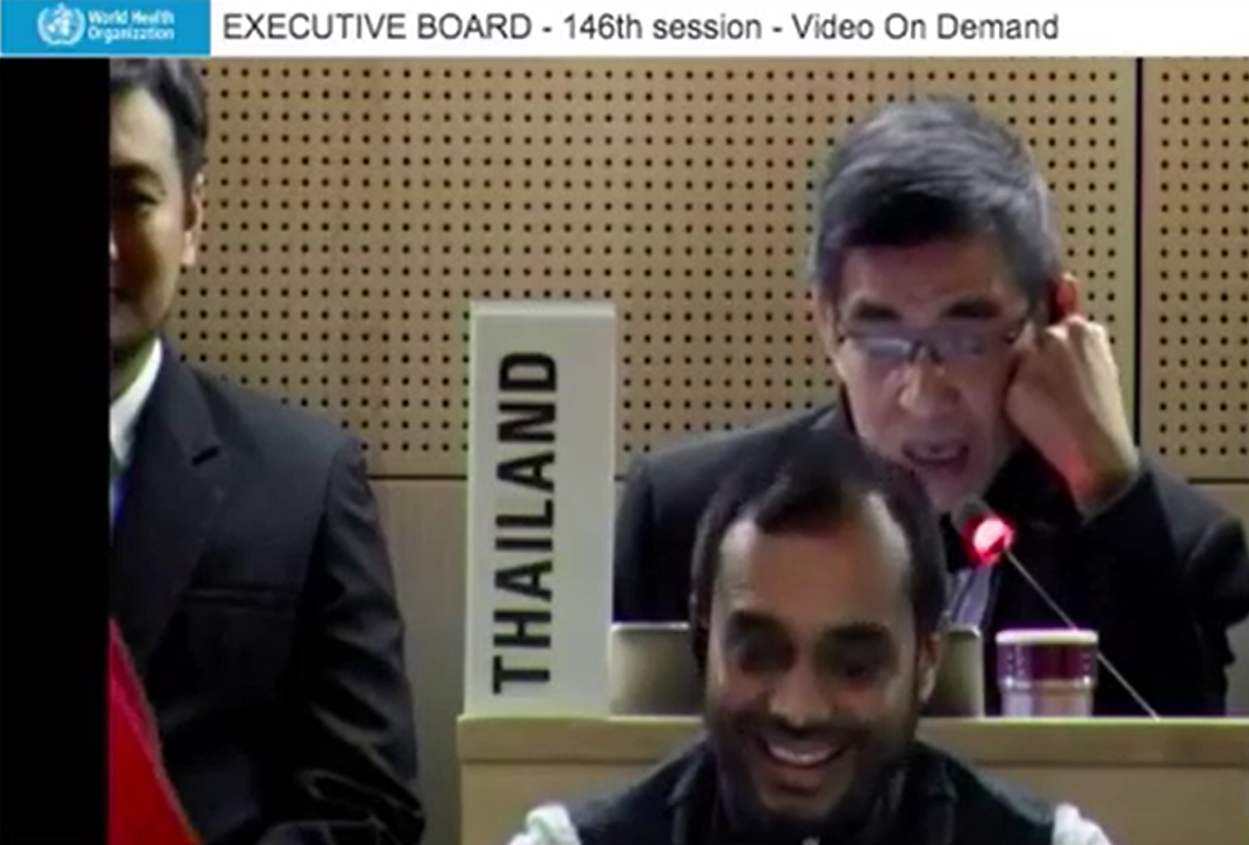 2020年2月6日泰國代表說:「主席,全球中共肺炎的旅行禁令都沒人在理的,例如WHO秘書長譚德塞,他才剛去過北京。」(擷自WHO官方影片)