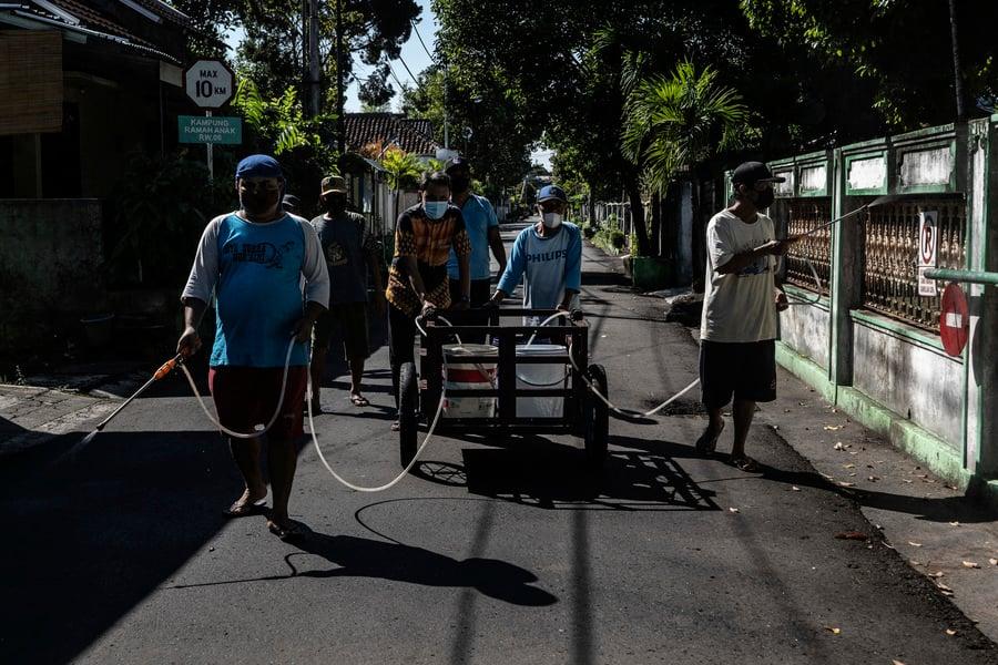 印尼疫情嚴峻 單日新增逾四萬例(多圖)