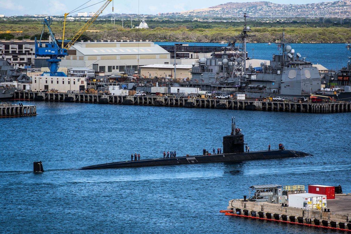 2021年6月4日,洛杉磯級攻擊潛艇「芝加哥號」(SSN 721)離開珍珠港基地,參加「敏捷匕首2021演習」。美軍表示,三分之一的太平洋潛艇部隊都參與了本次演習,以評估作戰準備和建立聯合部隊的能力。 (美國海軍)