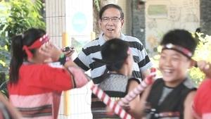 《聽見台灣》首映 導演崔永徽買菠蘿挺台農