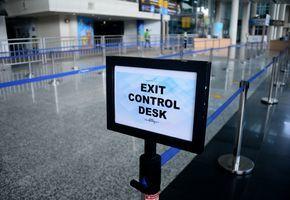峇里島本周重新對國際開放 首日機場沙灘旅客冷清