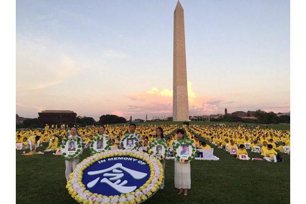 法輪功學員在美國首都華盛頓悼念為堅持信仰而被迫害致死的大陸法輪功學員。(明慧網)