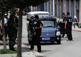中共警察在入疆遊客手機偷裝監視軟件