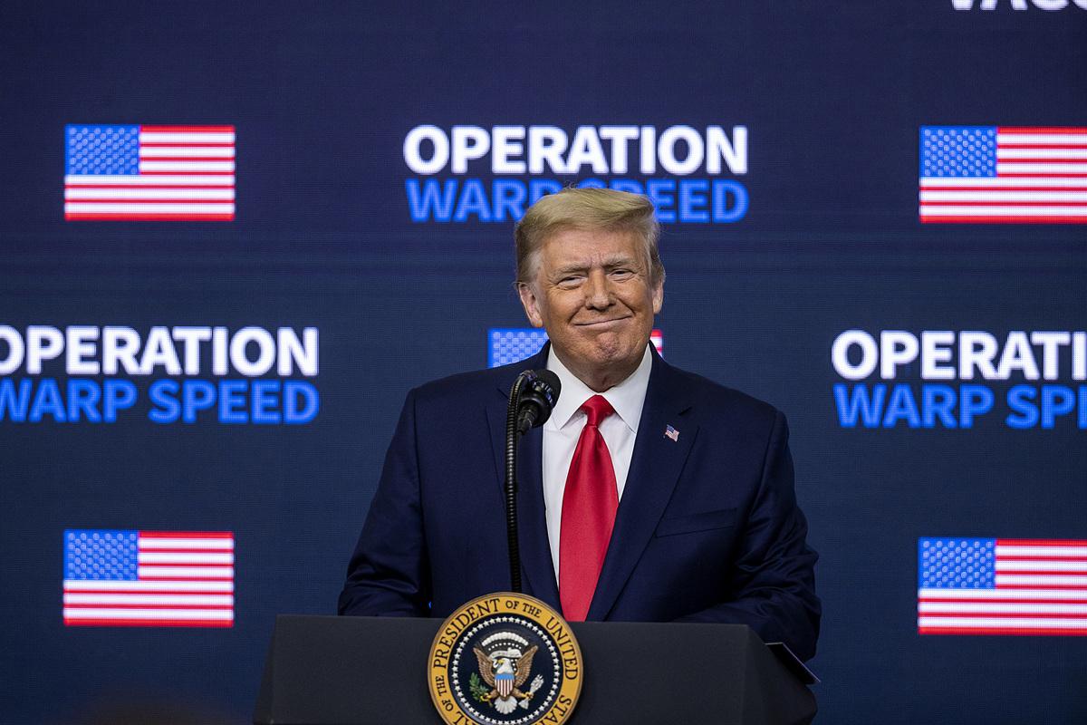 12月8日,特朗普總統在疫苗峰會上發表講話,並簽署行政令。(Tasos Katopodis/Getty Images)