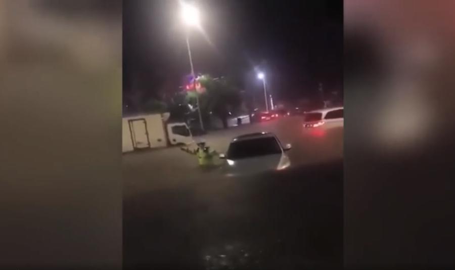 影片:深圳暴雨街道成河 市民緊急棄車逃出【影片】