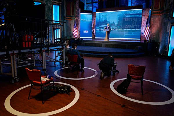 2020年10月23日,民主黨總統候選人祖拜登(Joe Biden)在特拉華州威爾明頓的女王劇院進行競選造勢活動。(Drew Angerer/Getty Images)