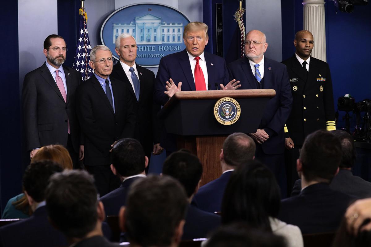 圖為2月29日下午,美國總統特朗普在白宮舉行新聞發佈會,通報中共病毒疫情在美國的最新進展。(Alex Wong/Getty Images)