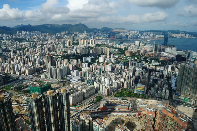 中共下令國企加強投資香港 控制多個行業