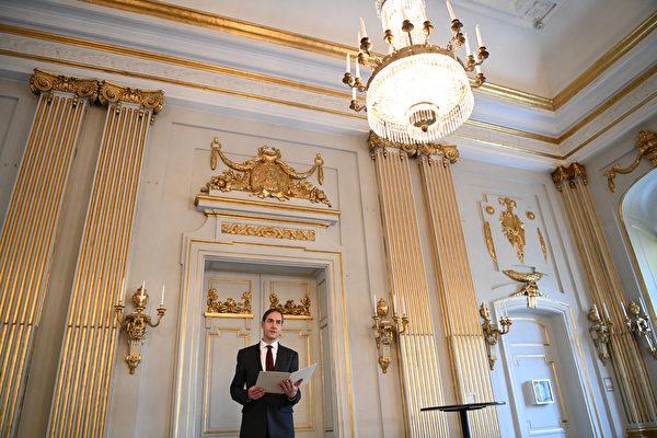 2021年10月7日,瑞典斯德哥爾摩,瑞典學院常任祕書馬茨‧馬爾姆(Mats Malm)出席新聞發布會,會上宣布2021年諾貝爾文學獎得主。(JONATHAN NACKSTRAND/AFP via Getty Images)