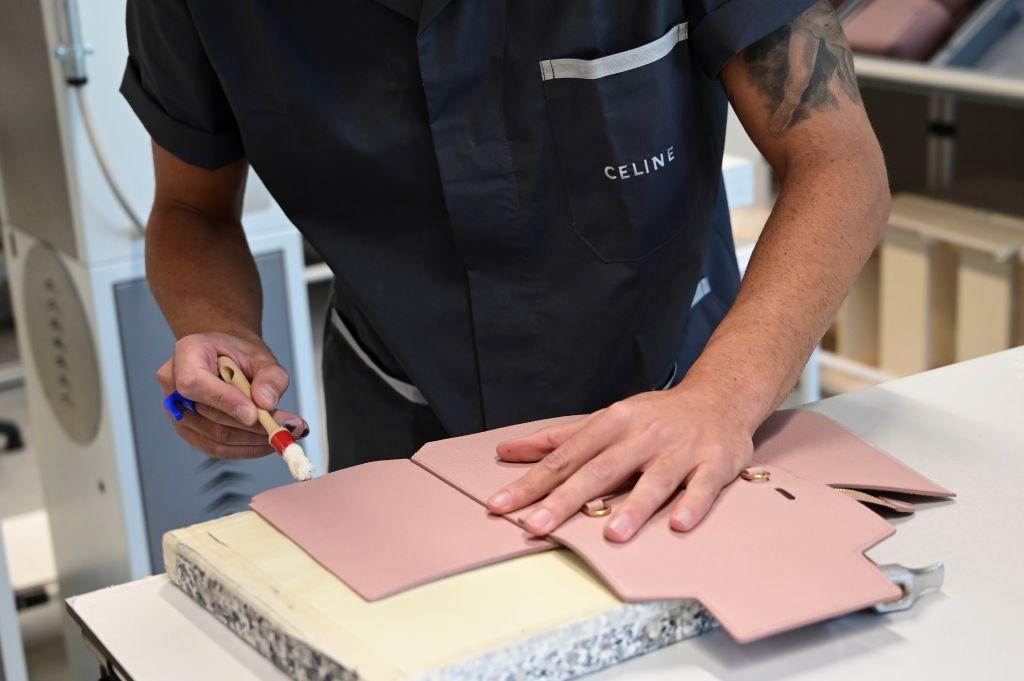 意大利警方日前抓捕了經營皮革製品製造的中國老闆。他們涉嫌剝削勞工和稅務欺詐。示意圖。(MIGUEL MEDINA/AFP via Getty Images)